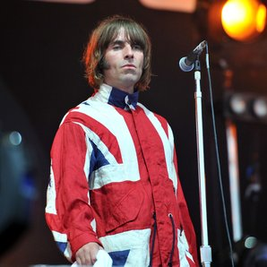 Liam Gallagher Ilse Of Wight 2011 UK flag