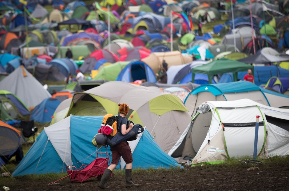 One Glasto-goer hits the trail home