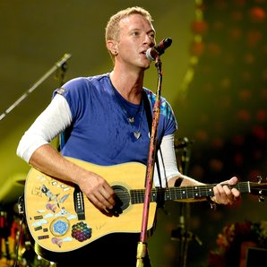Coldplay Chris Martin performing in 2016