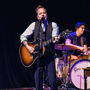 Kiefer Sutherland performing in 2016