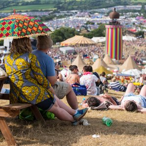 Glastonbury crowds 2015